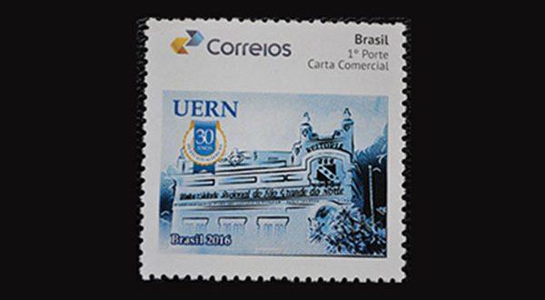 Correios lançam selo em homenagem aos 30 anos de Estadualização da Uern