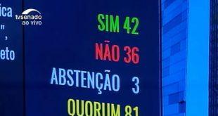 Senadores cassaram o mandato de Dilma, mas mantiveram os direitos políticos dela.