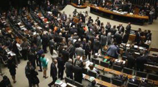PEC do Teto volta a ser colocada à prova nesta semana na Câmara