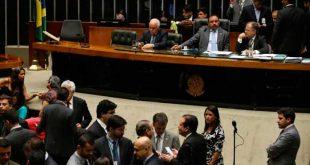 O vice-presidente da Câmara, deputado Waldir Maranhão, presidiu o início da sessão, sendo sustituído logo depois pelo presidente da Casa, Rodrigo MaiaJosé Cruz/Agência Brasil