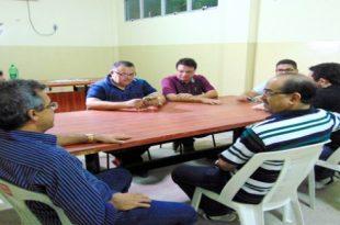 Dirigentes do alvirrubro se reuniram em sala do Nogueirão. (Foto: Marcelo Diaz/ACDP).