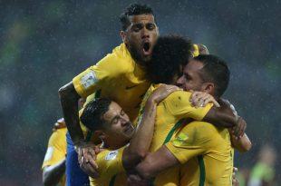 Jogadores comemoram novo momento da seleção brasileira. (Foto: Lucas Figueiredo/CBF).