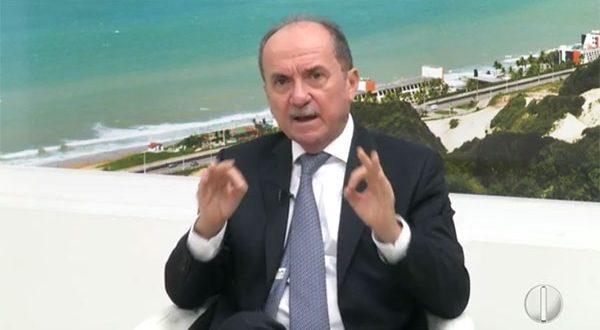 Desembargador Cláudio Santos em entrevista ao programa RNTV 1ª Edição (Imagem: Reprodução InterTV Cabugi).