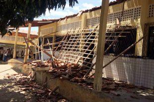 Estrutura desabou no final do recreio, quando os alunos voltavam para as salas de aula (Foto: Divulgação PM).
