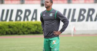 Atacante defendeu o tricolor em parte da temporada 2009.