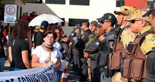 Polícia se manteve atenta a ação de manifestantes durante todo o dia Foto: Luciano Lellys