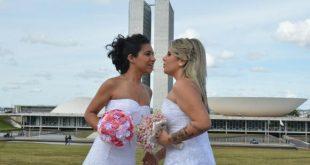 Pesquisa indica que uniões legais entre cônjuges de sexo diferentes aumentaram 2,7% em 2015 em relação a 2014, enquanto que as de cônjuge do mesmo sexo cresceram 15,7%   (Foto: Agência Brasil/EBC)