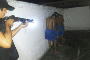 Tentativa de fuga aconteceu na noite do domingo e foi impedida por Policiais Militares (Foto: Divulgação/PM).