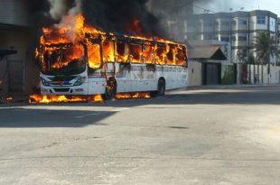 Ônibus foi incendiado na Zona Leste de Natal