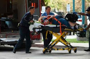 6jan2016-mulher-ferida-e-levada-para-ambulancia-em-fort-lauderdale-na-florida-apos-tiroteio-no-aeroporto-1483731899730_615x300