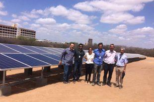 Ao todo foram instalados 580 painéis numa área de 933 metros quadrados  (Foto: Assecom UFERSA).