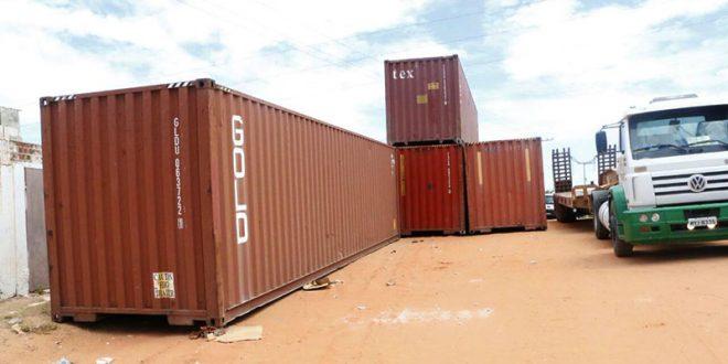 A barreira de containers é uma medida provisória até que muro de concreto seja concluído (Foto: Divulgação Governo do RN).