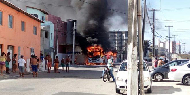 Mais de 20 ônibus foram incendiados em menos de 24h na capital potiguar