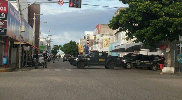 Outros cinco policiais foram presos no ano passado na Operação Os Intocáveis (Foto: Hermes Castro).