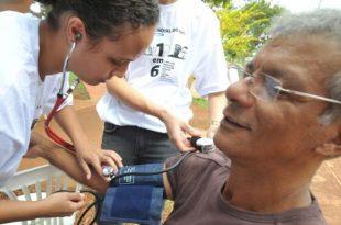 A medição regular da pressão arterial ajuda a identificar possíveis problemas (Foto: Agência Brasil).