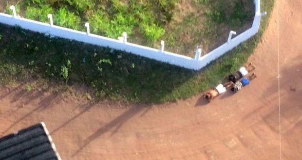 Helicóptero Potiguar I está ajudando nas buscas pelos criminosos (Foto: Divulgação PM).