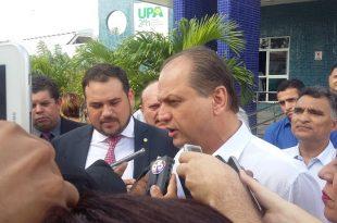 Ricardo Barros em entrevista na UPA (Foto: Luciano Lellys).
