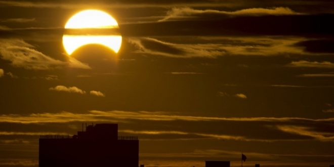 NO DOMINGO – Eclipse Solar será visto parcialmente no Brasil