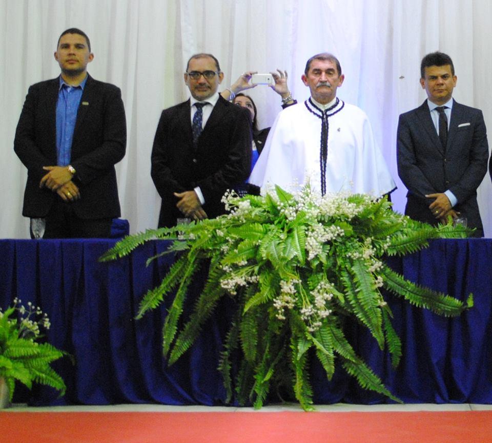 Autoridades na solenidade de formatura do Naesc com o Vice Reitor Aldo Gondim ao centro presidindo a cerimonia, o Prefeito Junior Alves, Vandilson Ramanho e o diretor da Ufersa Daniel Freitas.