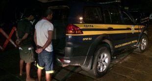 Os homens foram presos e conduzidos à Central de Flagrantes da Polícia Civil em Natal (Foto: Divulgação PRF).