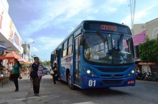 Passageiros desembarcam em parada no Centro da cidade