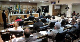 Debates intensos marcaram a sessão realizada nesta quinta-feira FOTO: Elpídio Jr