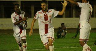Tony marcou único gol da partida no fim do primeiro tempo Foto: Canindé Pereira