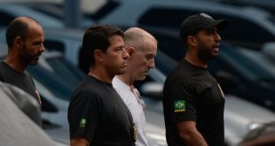 Eike Batista foi levado pela Polícia Federal para o presídio de Bangu 9 (Foto:  Fernando Frazão/Agência Brasil)