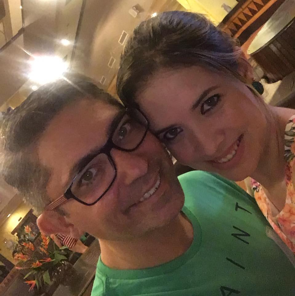 A brilhante dentista Camila Cavalcante em momento 'love' com seu amado Júnior Cavalcante, é dona de uma das maiores policlínicas de Apodi.