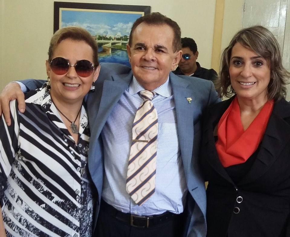 Na Solenidade de posse do Presidente da PREVI, Elviro do Carmo Rebouças, a equipe do cerimonial da PMM Marilene Paiva e Michele Fonseca com o empossado.