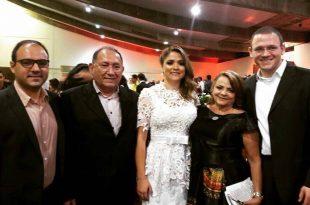 Em tempo parabenizamos o médico e ex-prefeito de Pau dos Ferros, Dr. Nilton Figueiredo, aniversariante ilustre da semana passada. Aqui no clique com a família.
