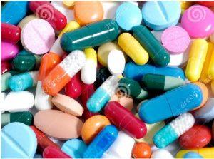 """A Organização Mundial da Saúde (OMS), fez um alerta em Viena afirmando que as drogas ocasionam cerca de meio milhão de mortes anuais e que, em alguns aspectos, a situação piorou nos últimos anos. """"A OMS estima que o consumo de drogas é responsável por cerca de meio milhão de mortes a cada ano. Mas este número só representa uma pequena parte do dano causado pelo problema mundial das drogas"""", disse Chan durante seu discurso perante a Comissão de Narcóticos da ONU, que reúne-se em Viena. Este número contrasta com a oferecida pelo Escritório das Nações Unidas contra a Droga e o crime (UNODC), que no ano passado estimou que as mortes devido ao consumo de drogas eram de pouco mais de 200 mil. (Fonte: UOL)"""
