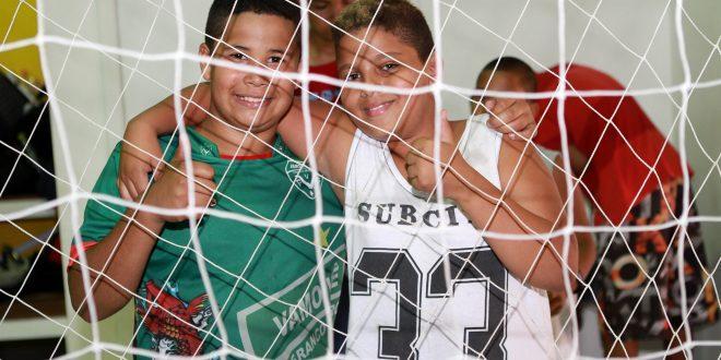 Crianças fazem teste para avaliação de potencial esportivo