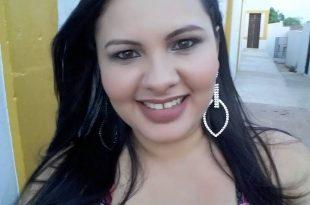 Domingo é dia de festa para a querida Cassiana Freitas e é claro que nós brindamos a data. Tintim!