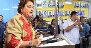Vereadora Sandra discursa na solenidade