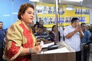 Na tribuna da Câmara, vereadora Sandra destacou o papel da mulher na política Fotos: Edilberto Barros/CMM