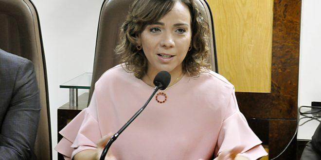 Larissa Rosado defende reinserção social de adolescentes