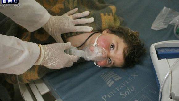Criança recebe tratamento em um hospital em Idlib, no norte da Síria, após suposto ataque com armas químicas (Imagem de divulgação do Idlib Media CenterImagem de Divulgação/Idlib Media Center).