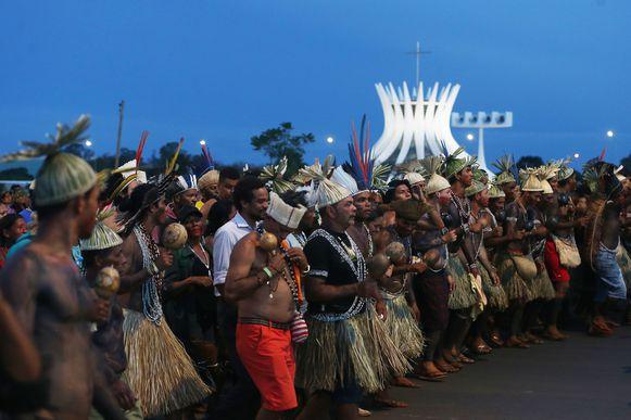 Brasília - Índios do Acampamento Terra Livre fazem nova manifestação na Esplanada dos Ministérios (José Cruz/Agência Brasil)
