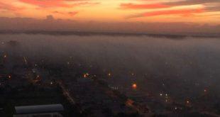 Extensa camada de névoa cobriu a cidade (Foto: Cedida).