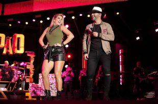 Felipão e a dançarina Lore Improta durante a gravação do DVD