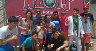 O técnico apodiense Eribaldo Júnior e seus atletas na competição de Jiu-jitsu em Natal.