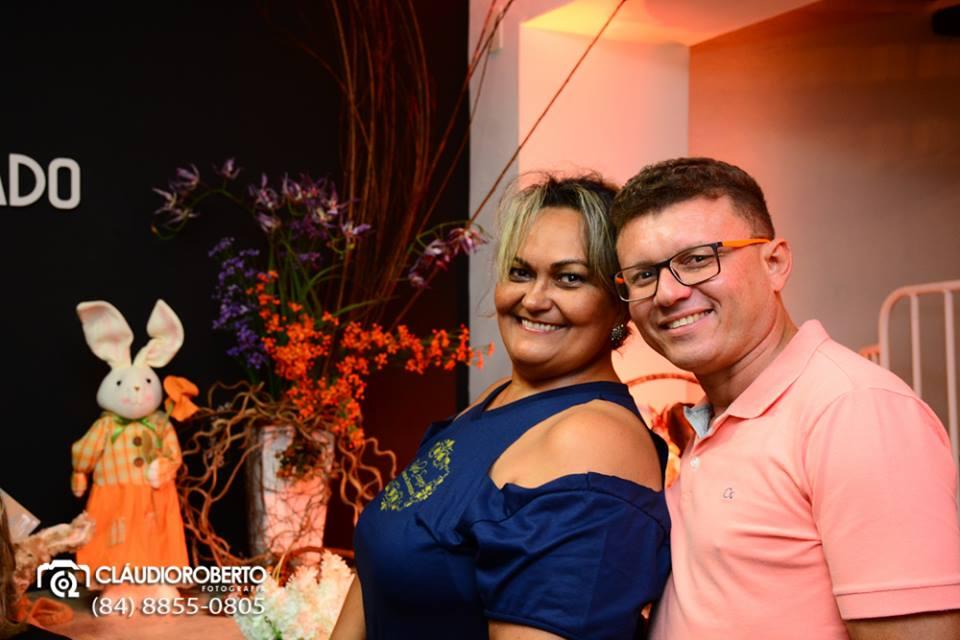 Alinhados Neuma Soares e Ivanildo Costa em noite de Expo Páscoa pelas lentes de Cláudio Roberto.