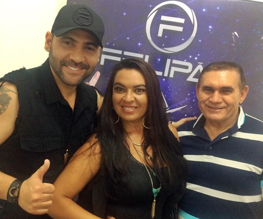 Felipão recebeu no camarim os empresários Paulo Silva e Kaliane Silva do Spa Corpo Bronzeado.