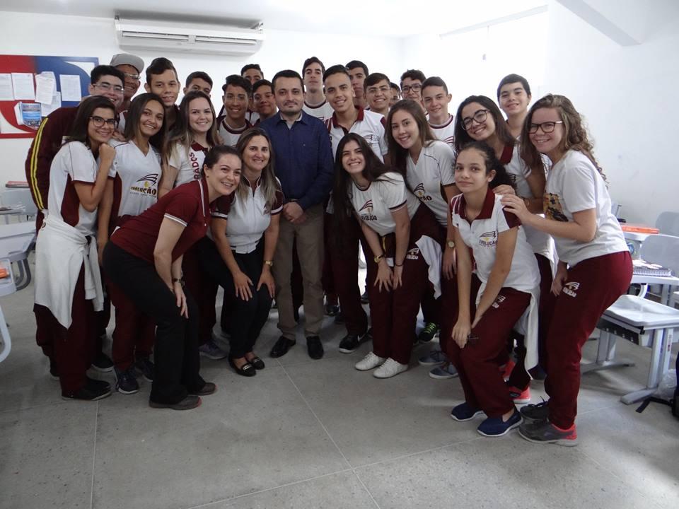 Dr. Osvaldo, Juiz da 1ª e 2ª vara da comarca de Pau dos Ferros no clique com os alunos do Evolução.