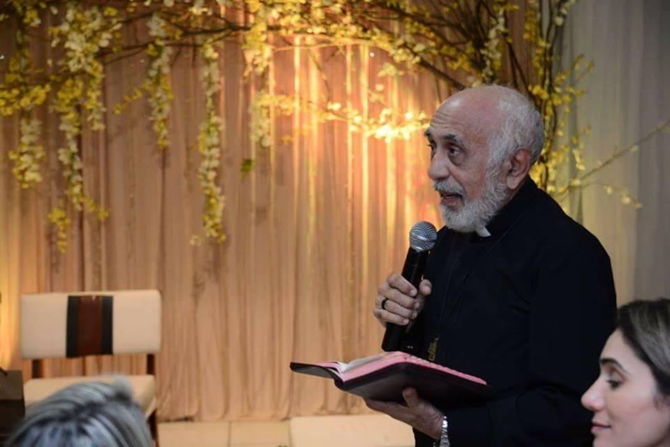 Paz e luz a esse ser abençoado, meu querido amigo Padre Manoel Vieira Guimarães.