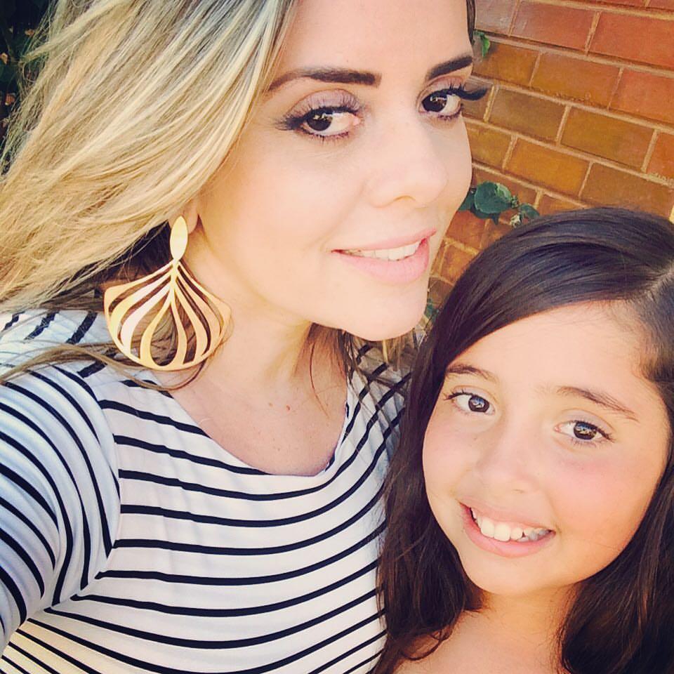 Festa dupla hoje para as queridas mãe e filha, Doutora Nara Polyana Cavalcante e sua Leticia que amanheceram de idade nova e recebem os votos de felicidades mil da coluna. Parabéns!