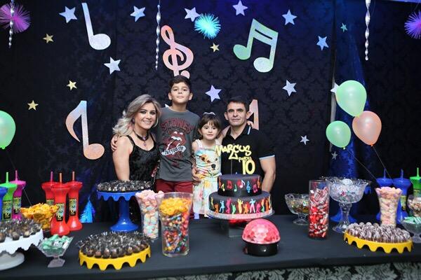 Em tempo parabenizamos Marcus Vinicius, filho do casal Cleanto Bezerra/Alessandra Páscoal. O bacana completou 10 anos e comemorou ao lado dos amigos e familiares.
