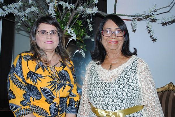 Domingo é dia de festa para a empresária chique Leila Karla Oliveira e nós claro desejamos tudo de melhor, na foto com a sogra alinhada Maria Neuman Amorim. Finas!