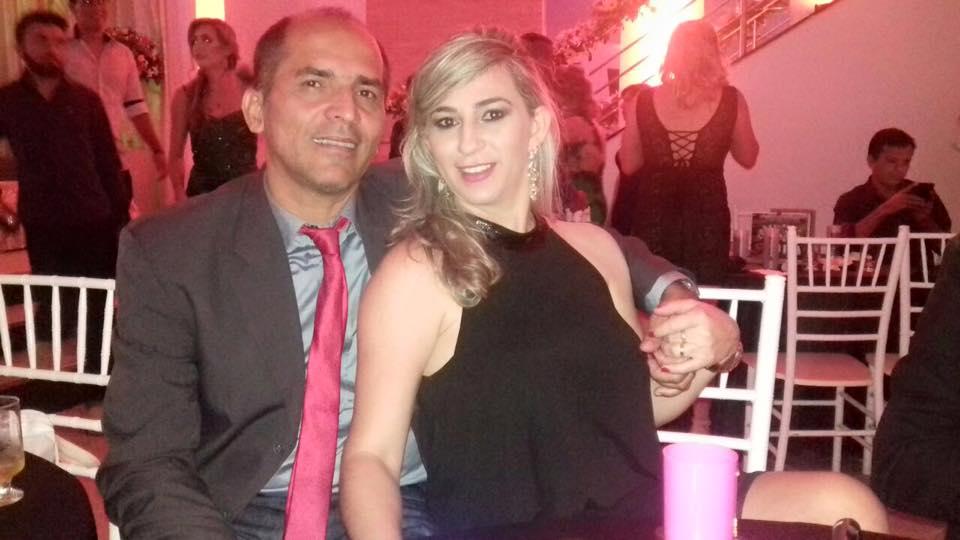 Querida Mirian Paiva Rinaldi amanhece de idade nova no próximo domingo, na foto ela posou com marido Amaro Rinaldi, e nós é claro que brindamos a data. Tintim!